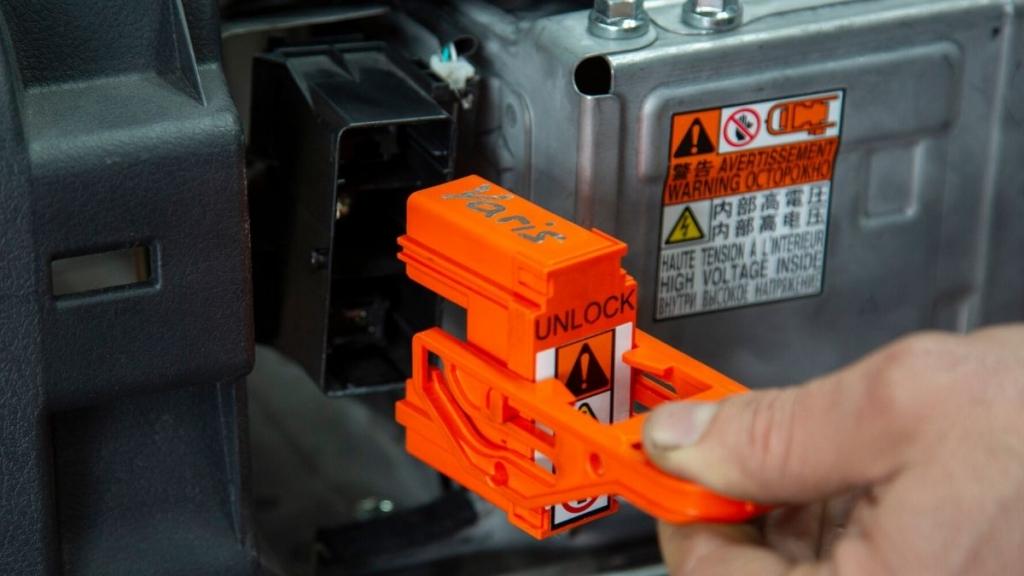 Pasos a seguir y precauciones necesarias para trabajar en híbridos y eléctricos